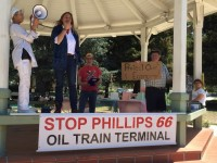 Mayor Burns sharing the story of Mosier at a rally. Santa Maria, California. Protesting to stop a rail expansion at Phillips 66 Refinery (Photo by Robin Abcarian).